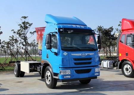 青岛解放 龙V中卡 180马力 4X2 7.7米厢式载货车底盘