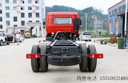 东风商用车 天锦中卡 210马力 6X2 8.6米排半载货车