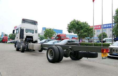 中国重汽 HOWO T5G准重卡 310马力 6X2 9.5米厢式载货车