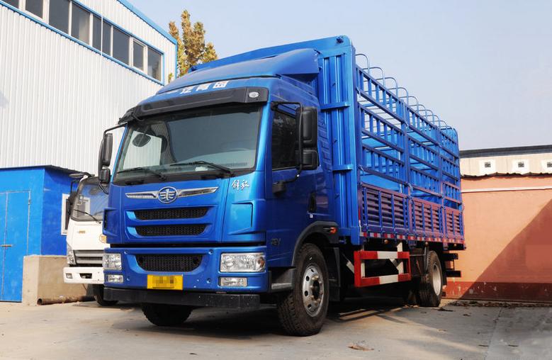 青岛解放 龙V中卡 164马力 4X2 6.8米仓栅式载货车
